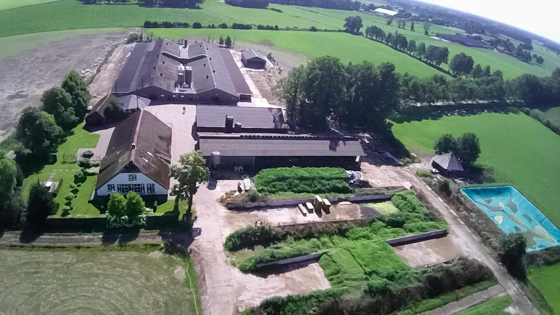 Het bedrijf van Geurt Bouw is gevestigd in Achterveld en bied plaats aan 43.000 kippen.